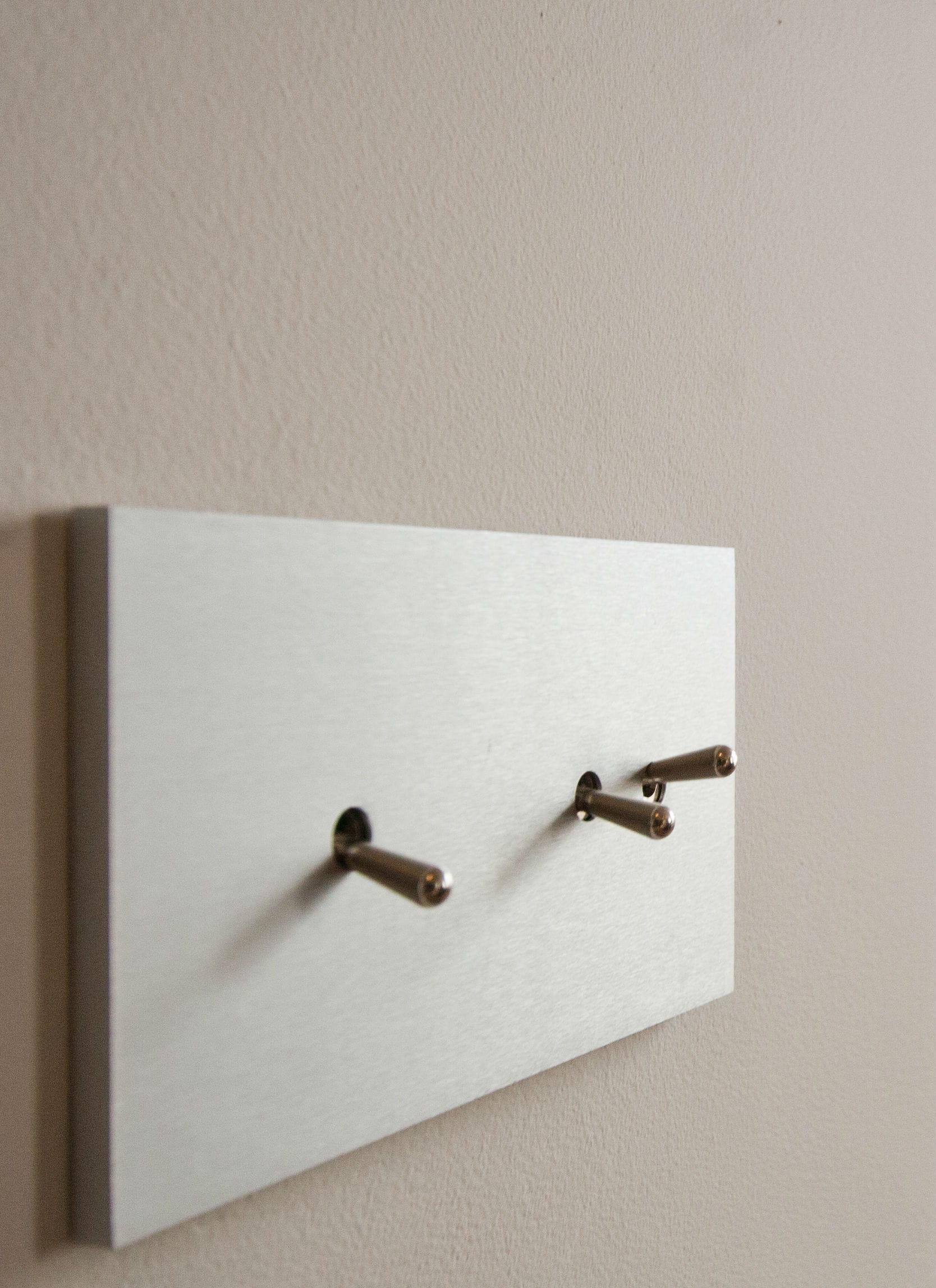 de nouveaux interrupteurs. Black Bedroom Furniture Sets. Home Design Ideas