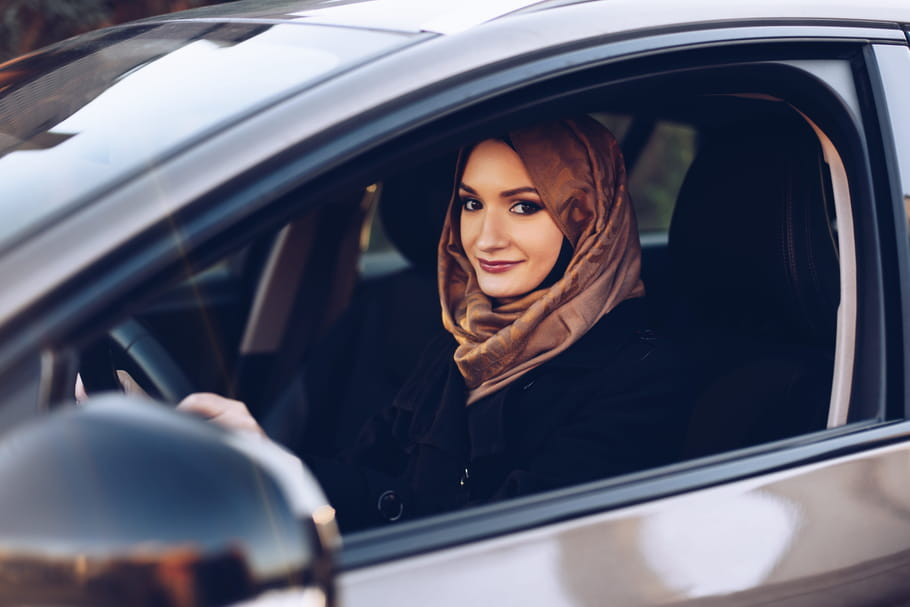 Chambre d'hôtel, Armée, conduite: les nouveaux droits des Saoudiennes