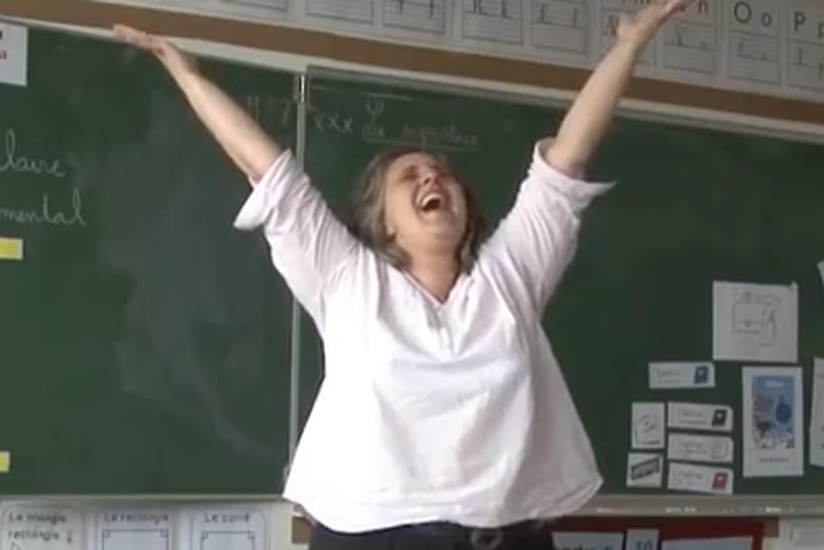 """VIDEO - """"Libérée des livrets"""", cette institutrice fait le buzz"""