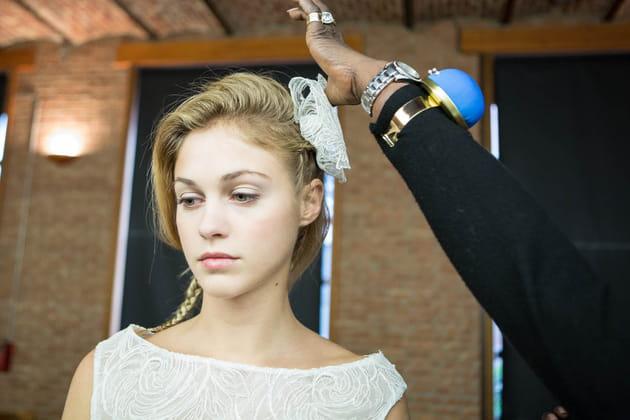 De la dentelle sur la coiffure