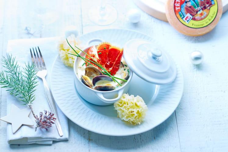 Cassolette de homard et palourdes à la Tête de Moine AOP