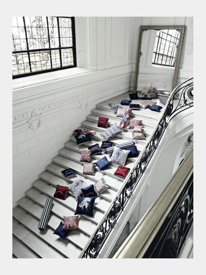 Coussins jean paul gaultier pour roche bobois la r trospective d co de jean - Coussins roche bobois ...