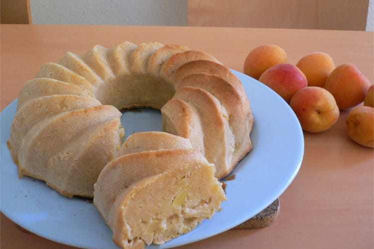 Gâteau au yaourt, pomme et abricot