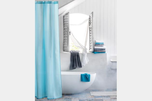 Touches turquoise à la salle de bains