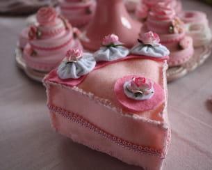 fabriquer un gâteau en feutrine pour décorer une 'sweet table'