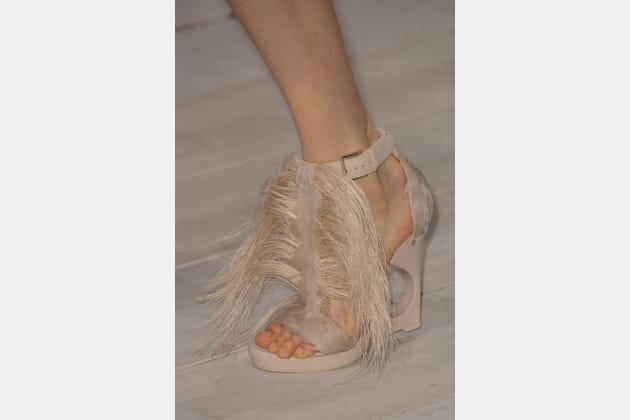 Les sandales à talons chevelues du défilé Alexander McQueen