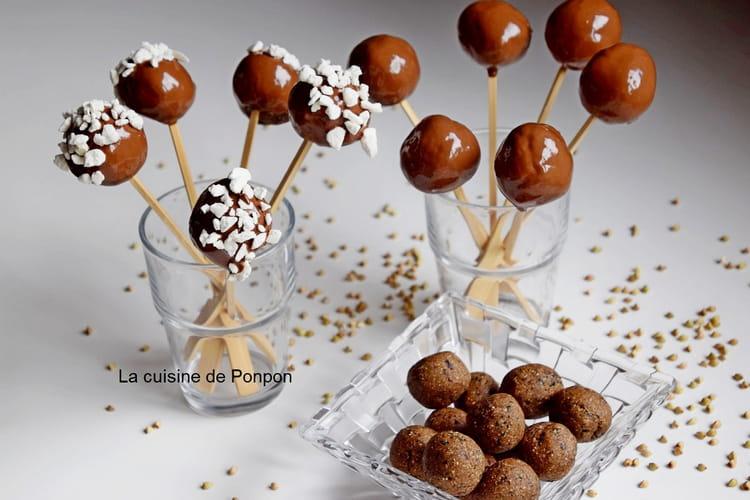 Boule au sarrasin, amande, pruneau et spiruline enrobée de chocolat, vegan