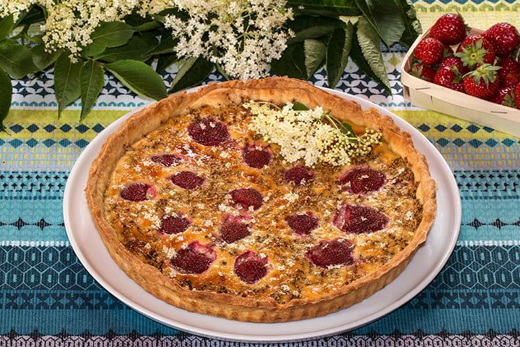 Tarte aux fleurs de sureau et fraises