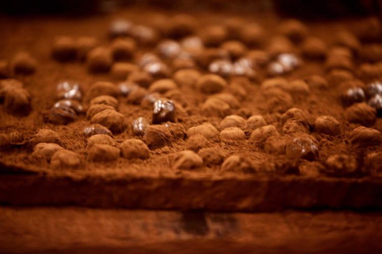 Tablette au chocolat au lait et amandes mondées façon Patrick Roger
