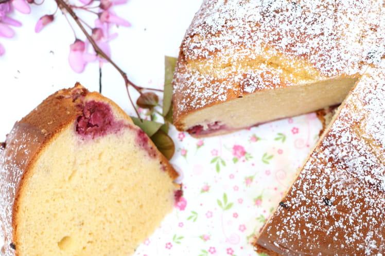 Gâteau au lait concentré sucré et framboises