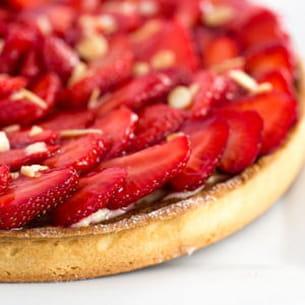 tarte aux fraises aux crèmes d'amande et pâtissière