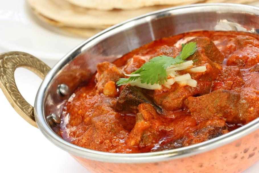 Que trouve-t-on dans un plat curry?