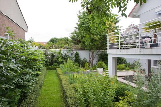 Une terrasse bien entourée