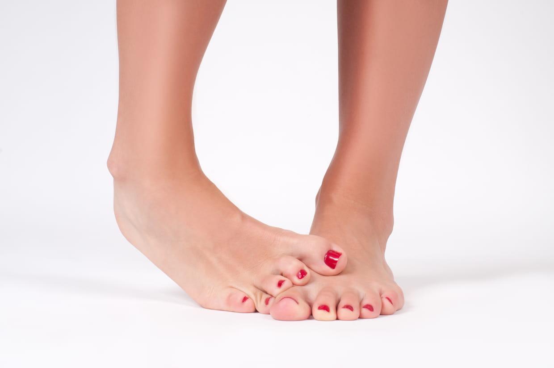 Douleur à l'orteil : causes, symptômes et solutions