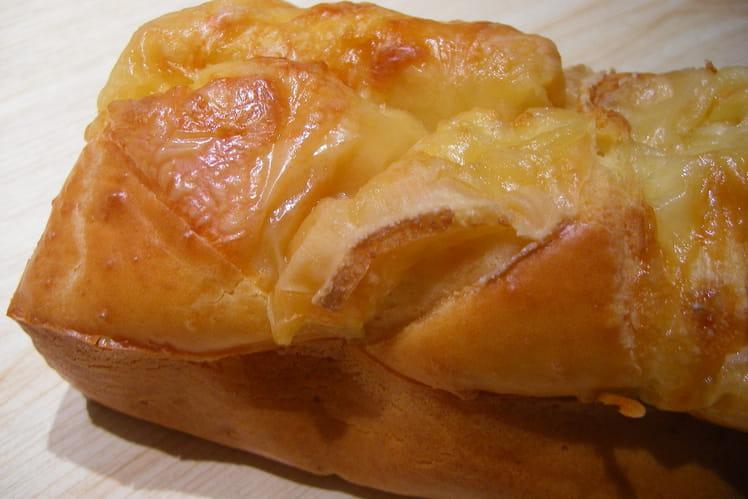 Cake au fromage à raclette et au jambon fumé