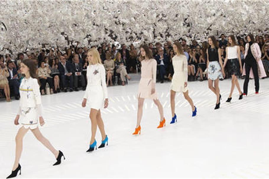 Défilé Dior haute couture : des vêtements de la cour aux combis de cosmonautes