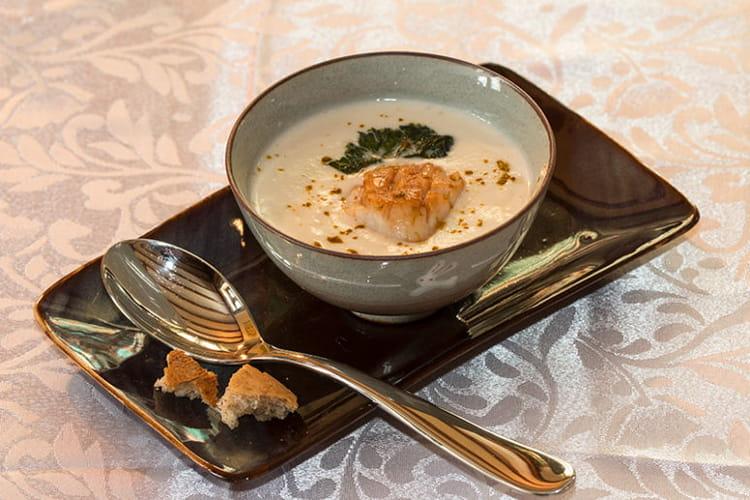 Saint-Jacques rôties, velouté de topinambours et lait coco-curry