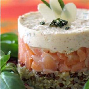 quinoa au saumon fumé et mousse d'amandes.