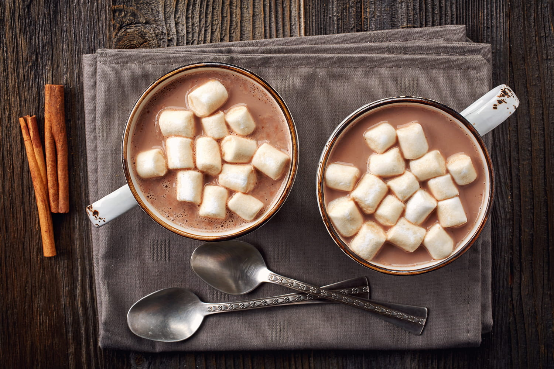 Hot chocolate bomb: la recette de chocolat chaud qui explose sur Internet