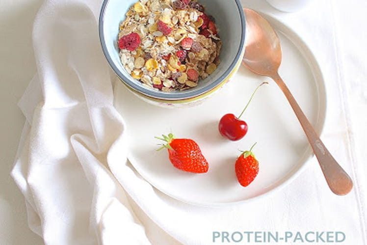Muesli protéiné, super aliments, fruits rouges et fruits secs sans gluten