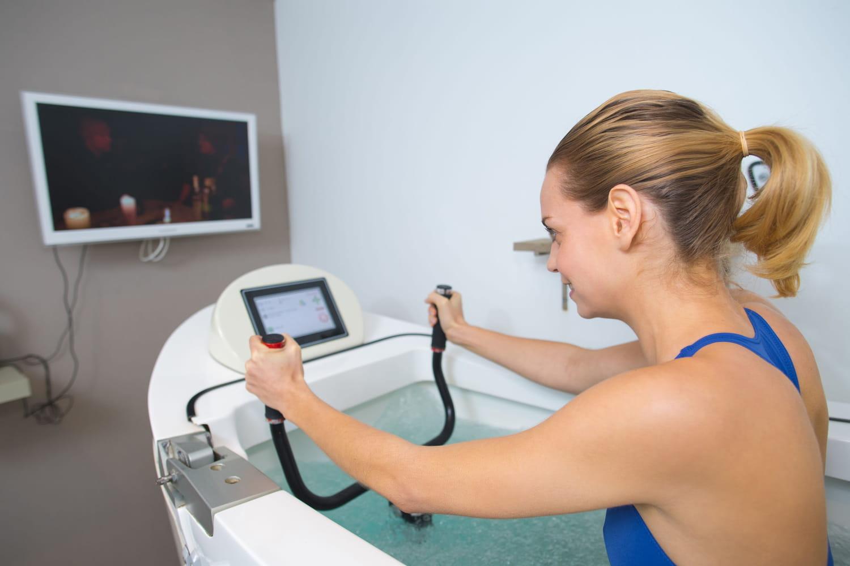 Bienfaits de l'aquabiking: santé, séances, contre-indications