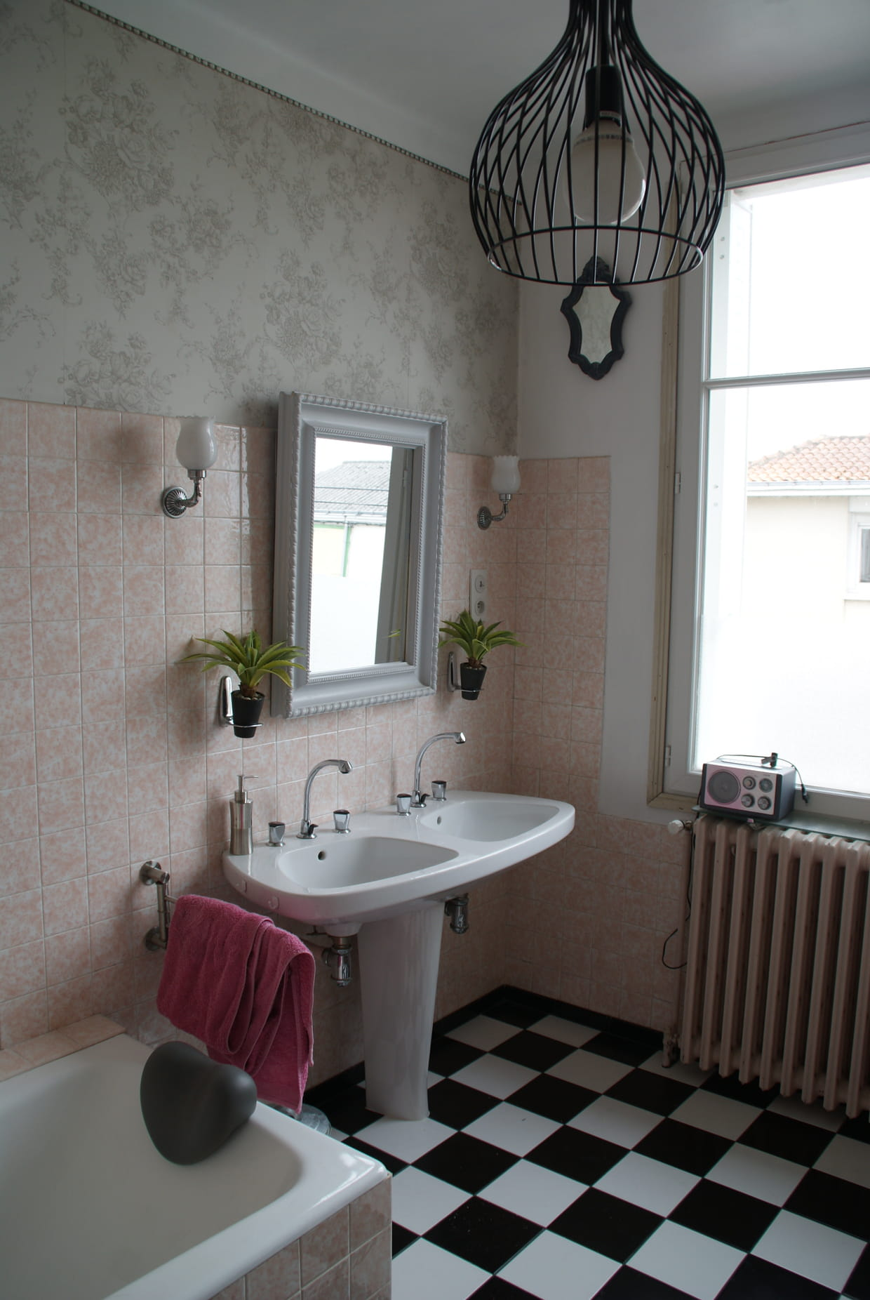 Une salle de bains baroque for Comfemme nue dans la salle de bain