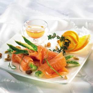 roulés de saumon fumé, asperges et raisins secs