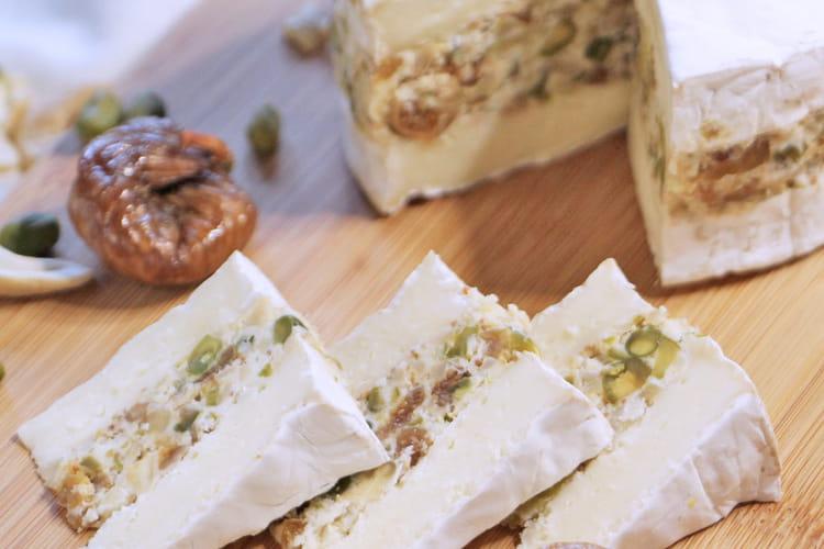 Camembert farci aux noix de cajou, pistache et figue