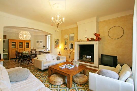 d co fra che et inventive dans une ancienne ferme. Black Bedroom Furniture Sets. Home Design Ideas