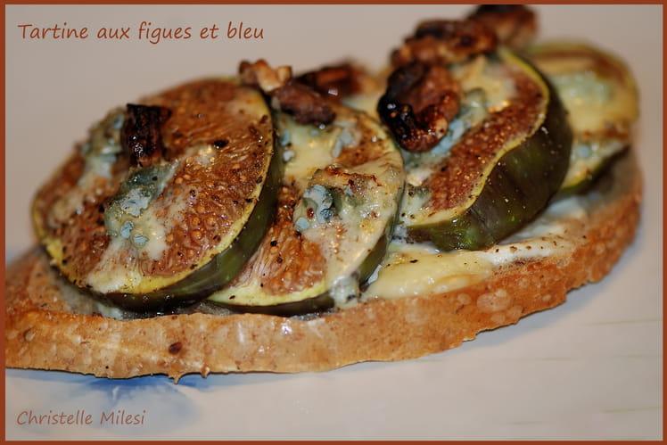 Tartine aux figues et bleu