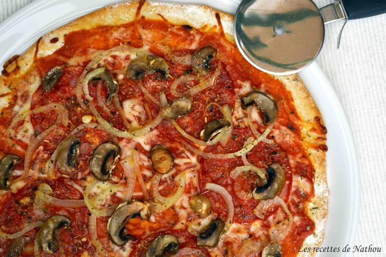 Pizza volcana : salami piquant, champignons et oignons