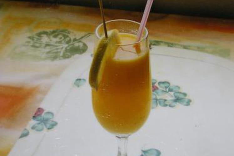 Cocktail à l'ananas et au jus d'orange
