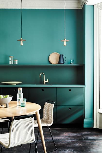 Camaïeu monochrome bleu en cuisine