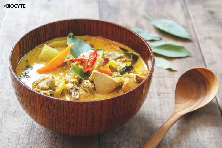 Poulet au curry, aubergines et lait de coco