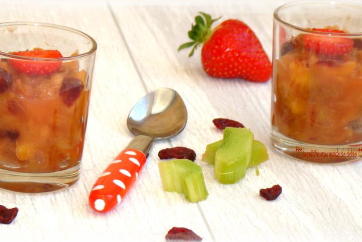 Compote de pommes, fraises, rhubarbe et cranberries