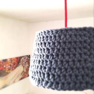 la suspension en laine crochetée, toute douce