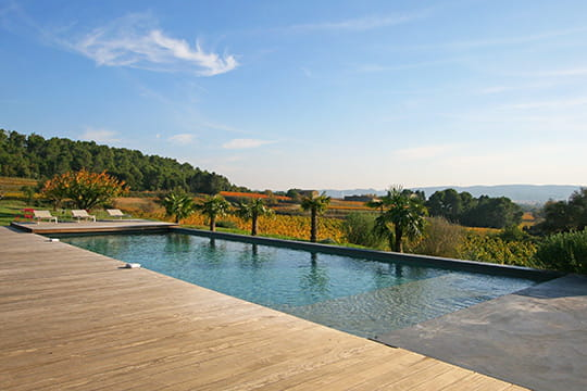Une piscine sur les vignes