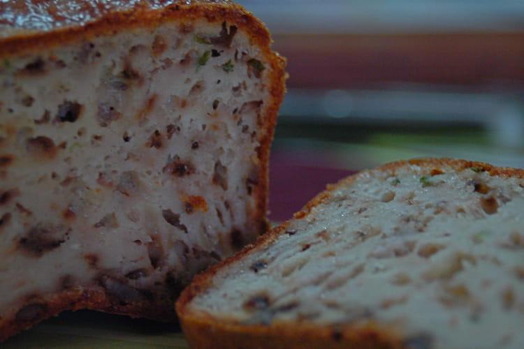 Cake au gorgonzola, noix et ciboulette