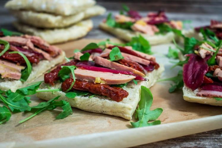 Bruschettas foie gras, magret, tomates séchées