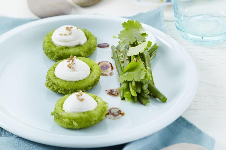 Calamars en croûte d'herbes fraîches au St Môret®, salade de haricots verts