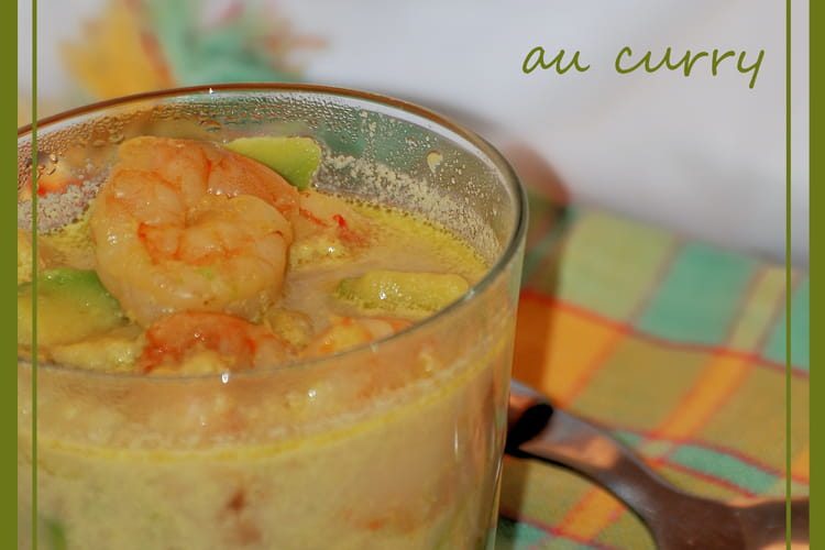 Soupe d'avocat et de crevette au curry