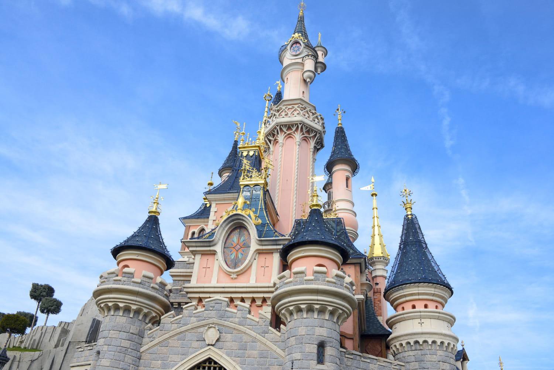 Parcs d'attractions: sensations, spectacles et aventures en famille