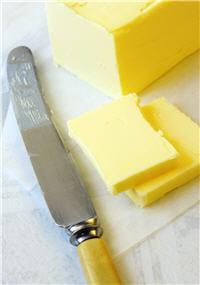 le beurre est deux fois plus calorique que la crème fraîche.