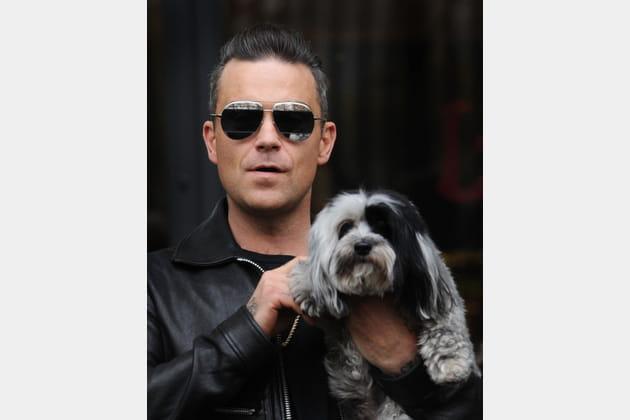 Robbie Williams nous présente son chien