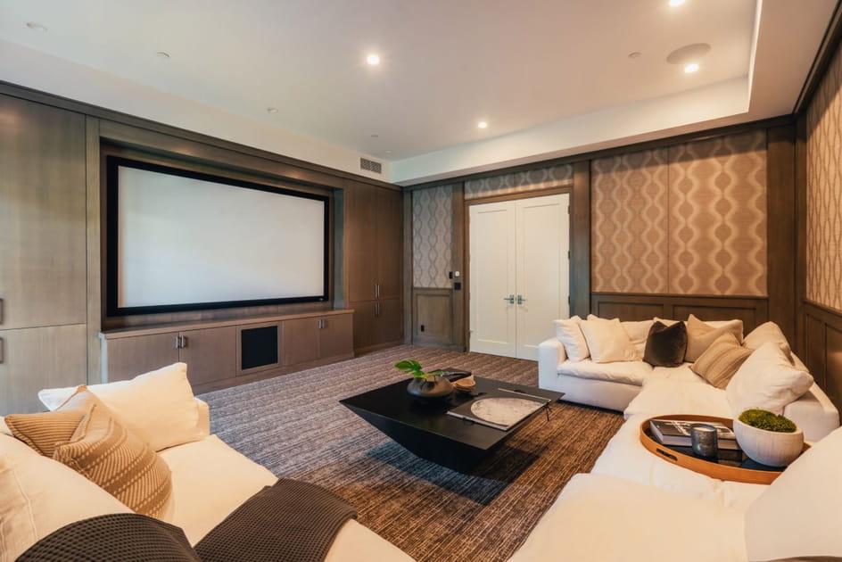Une salle de cinéma privée où cocooner