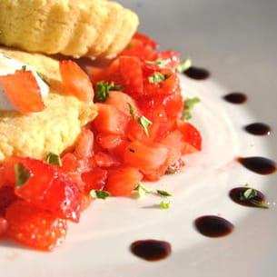 sablé breton au gingembre et tartare de fraises