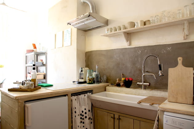 Une cuisine campagne aux teintes grisées