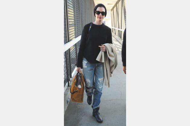 Anne Hathaway et son boyfriend jean rock