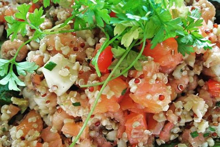 Salade de quinoa aux crevettes et saumon fumé