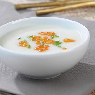 soupe froide de chou-fleur et œufs de saumon